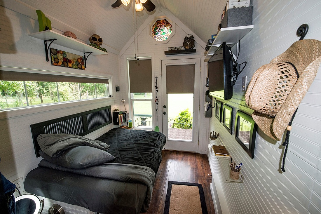 Check out mindy 39 s beautiful tiny house tiny treasure homes for Beautiful small house interiors